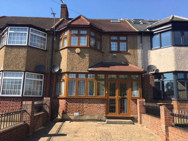 4 Bedrooms Terraced House for sale in Mays Lane, Barnet