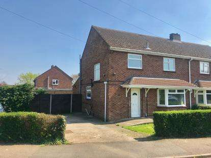 3 Bedrooms Semi Detached House for sale in Hawthorn Road, St. Neots, Cambridgeshire