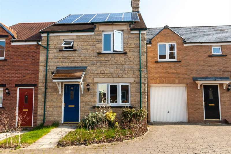 3 Bedrooms Terraced House for sale in Offerton Road, East Wichelstowe, Swindon