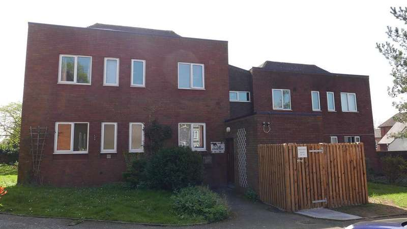 3 Bedrooms Flat for sale in Church Hill, Coleshill, West Midlands, B46