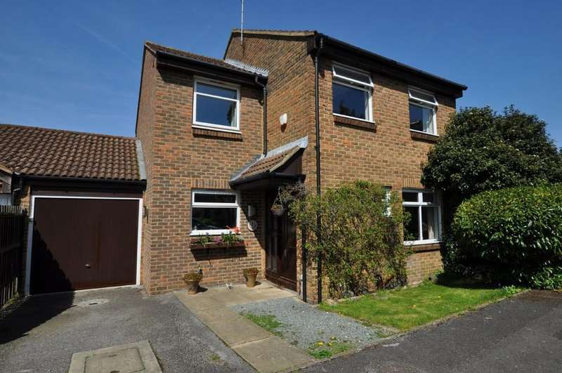 4 Bedrooms End Of Terrace House for sale in Dovedale Close, Guildford