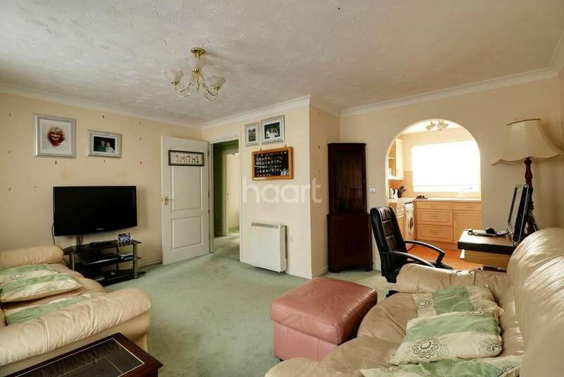 2 Bedrooms Flat for sale in Hill House Drive, Chadwell St Mary