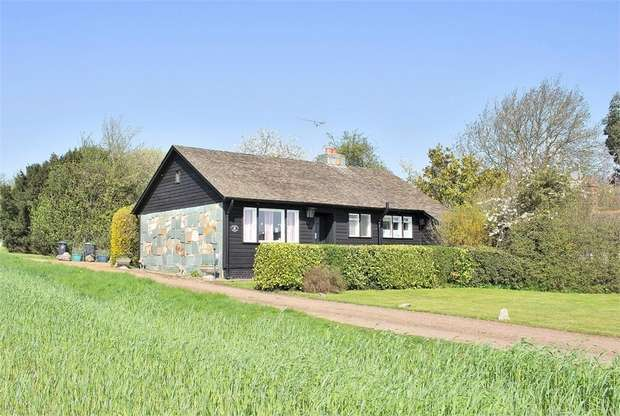 2 Bedrooms Detached Bungalow for sale in Thaxted, Dunmow, Essex