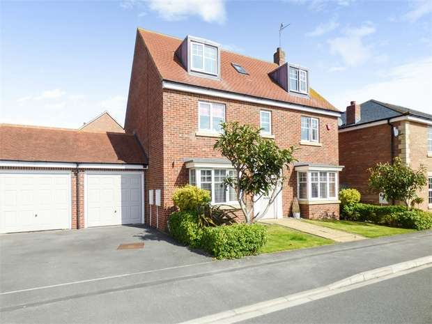 5 Bedrooms Detached House for sale in Woodchester Grove, Ingleby Barwick, Stockton-on-Tees, North Yorkshire