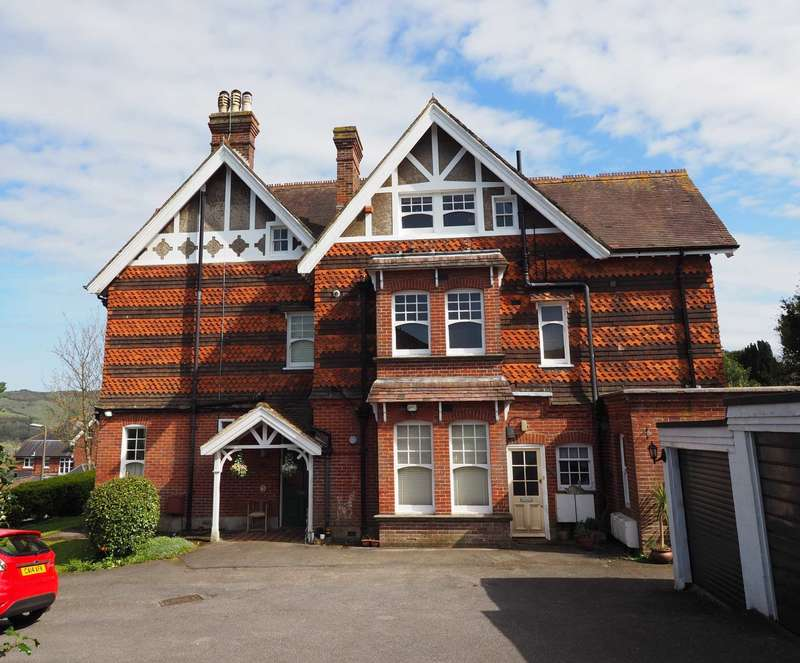 3 Bedrooms Flat for sale in King Henrys Road, Lewes
