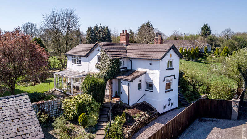 4 Bedrooms Detached House for sale in Lymm, Cheshire