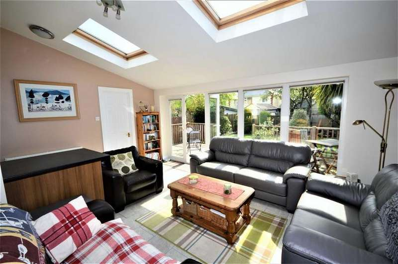 3 Bedrooms Detached House for sale in Redbreast Road, Bournemouth, BH9