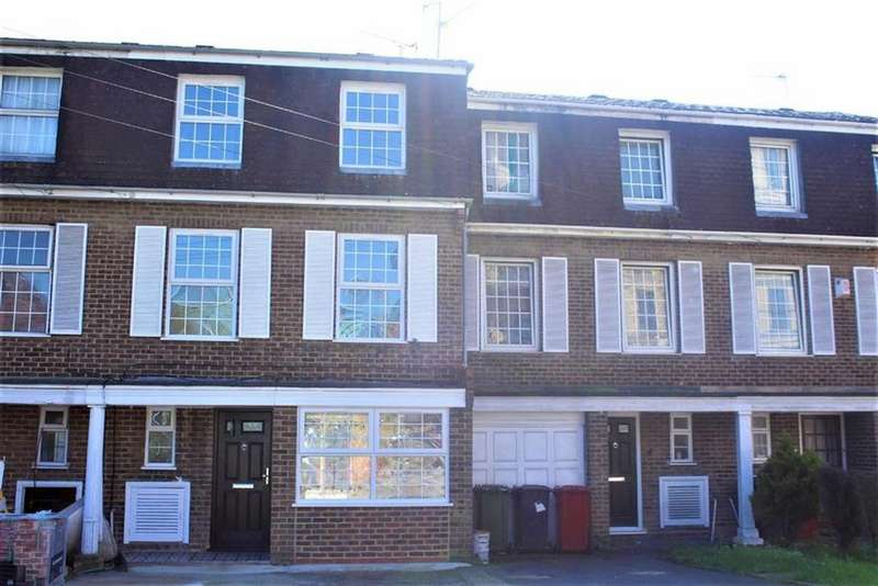 3 Bedrooms Town House for sale in Arborfield Close, Slough, Berkshire