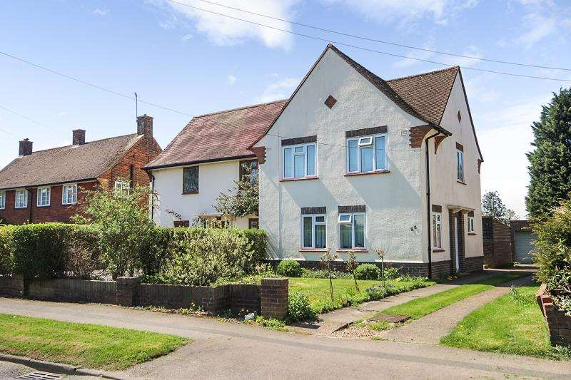 3 Bedrooms Semi Detached House for sale in Merland Rise, Tadworth, Surrey. KT20 5JD