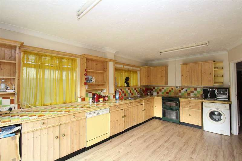 2 Bedrooms Bungalow for sale in Leigh on Sea