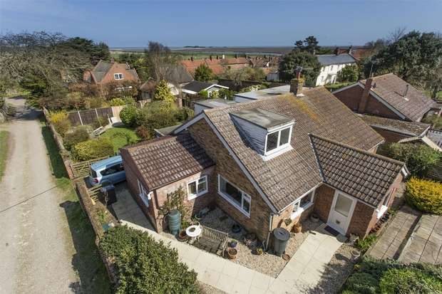 4 Bedrooms Detached House for sale in Oaklands, Wells-next-the-Sea