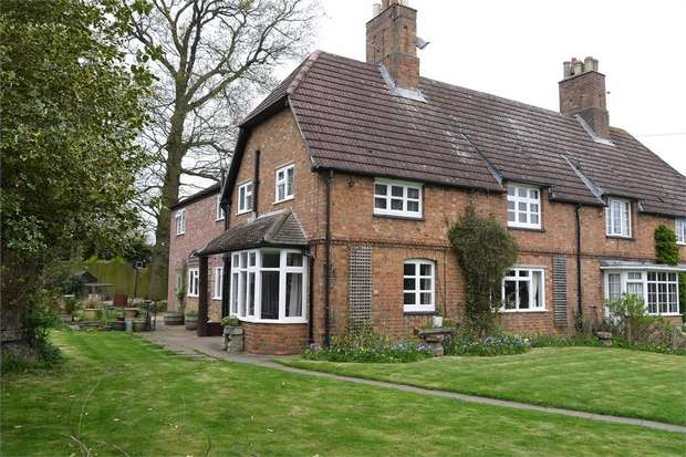 4 Bedrooms Semi Detached House for sale in Spinney House, Leicester Road, Fleckney, LEICESTER
