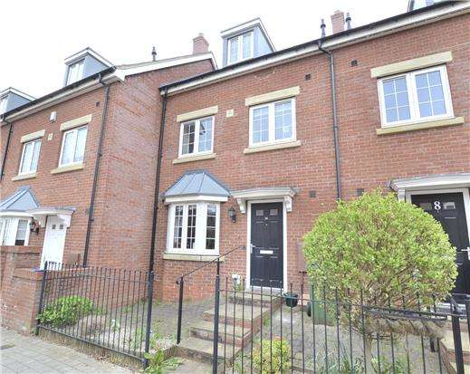 4 Bedrooms Town House for sale in Lancaster Road, GL3 4FN