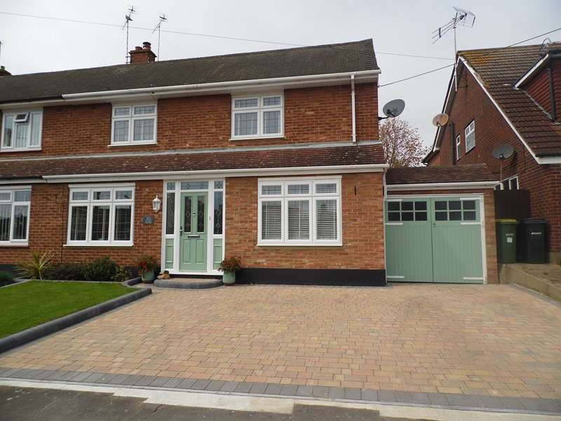 3 Bedrooms Semi Detached House for sale in The Chase, Rayleigh