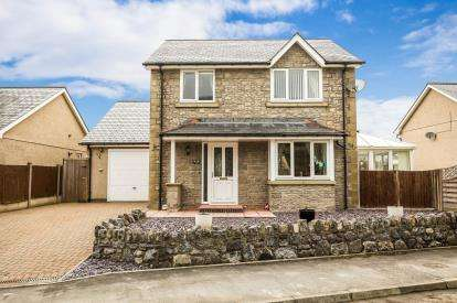 3 Bedrooms Detached House for sale in Y Felin Goed, Llandrillo, Corwen, Denbighshire, LL21