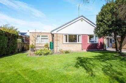 4 Bedrooms Bungalow for sale in Bogs Lane, Harrogate, North Yorkshire
