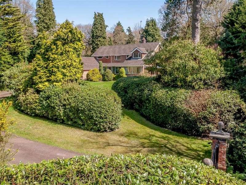 4 Bedrooms Detached House for sale in Compton Way, Moor Park, Farnham