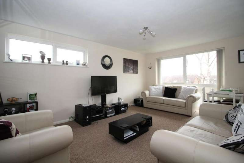 2 Bedrooms Apartment Flat for sale in Crocus Way, Chelmsford, Essex, CM1
