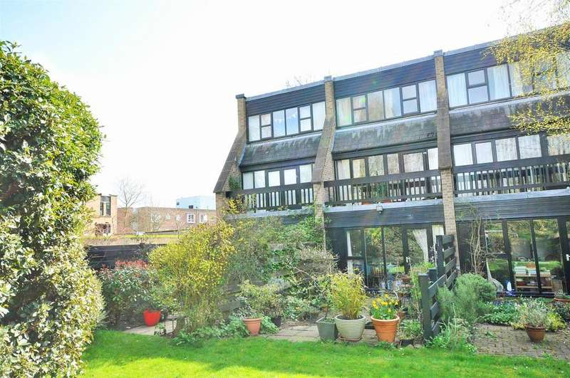 3 Bedrooms Terraced House for sale in Ouse Lea, Clifton, York, YO30 6SA