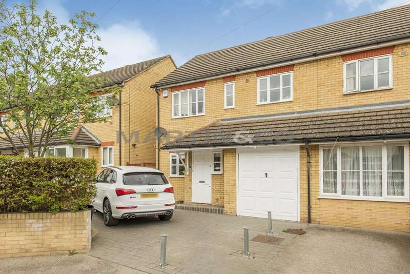 3 Bedrooms Semi Detached House for sale in Globe Road, Woodford IG8