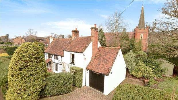 3 Bedrooms Detached House for sale in Scotland Hill, Sandhurst, Berkshire