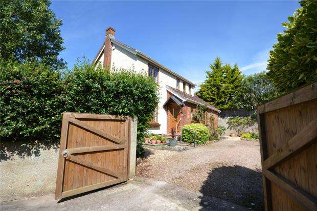 4 Bedrooms Detached House for sale in Headway Cross Road, Teignmouth, Devon