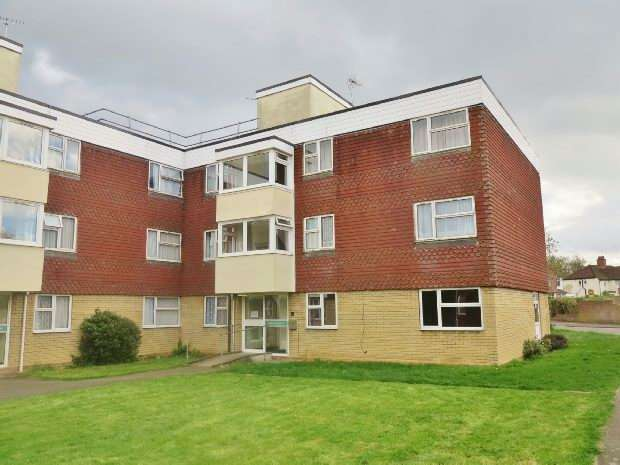 2 Bedrooms Flat for sale in Langdale Gardens, Earley, Reading