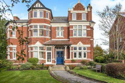 1 Bedroom Flat for sale in Cambridge Road, Hesketh Park, Southport, Lancashire, PR9