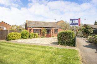 2 Bedrooms Bungalow for sale in Ruffets Wood, Gravesend, Kent, England
