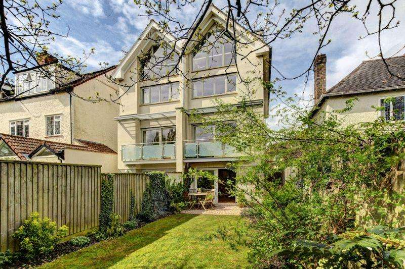 5 Bedrooms Semi Detached House for sale in Downs Park East, Westbury Park