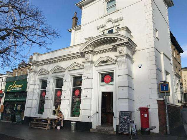Property for rent in 142 Western Road, Brighton