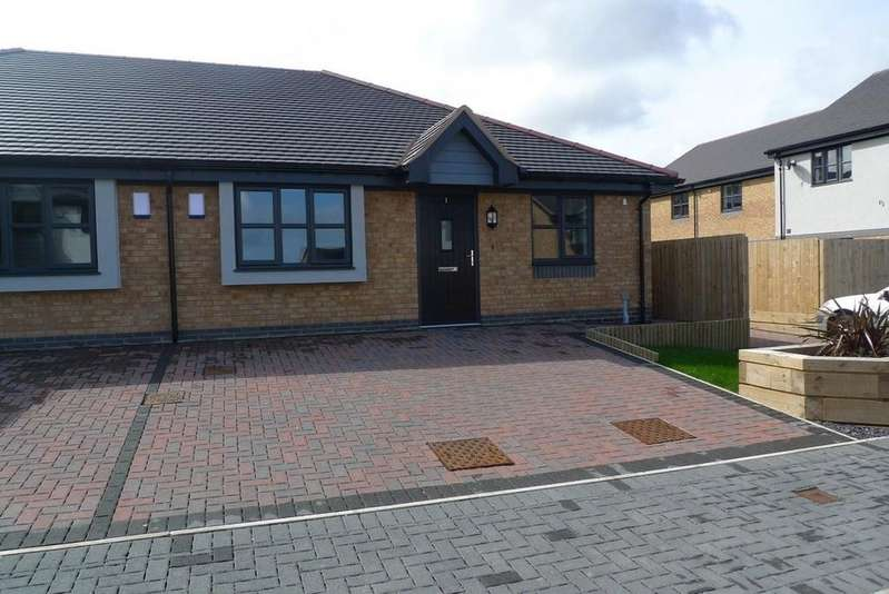 2 Bedrooms Semi Detached Bungalow for rent in Gwel Y Mor, Dwygyfylchi