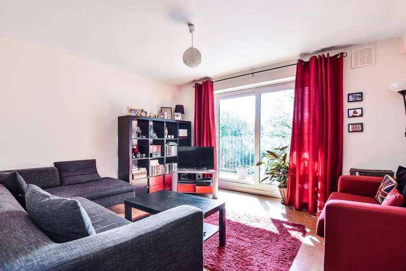 2 Bedrooms Flat for sale in Taylors Lane London SE26