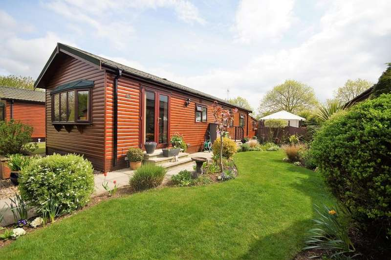 2 Bedrooms Park Home Mobile Home for sale in Hawthorn Avenue, The Elms, Torksey, Lincoln