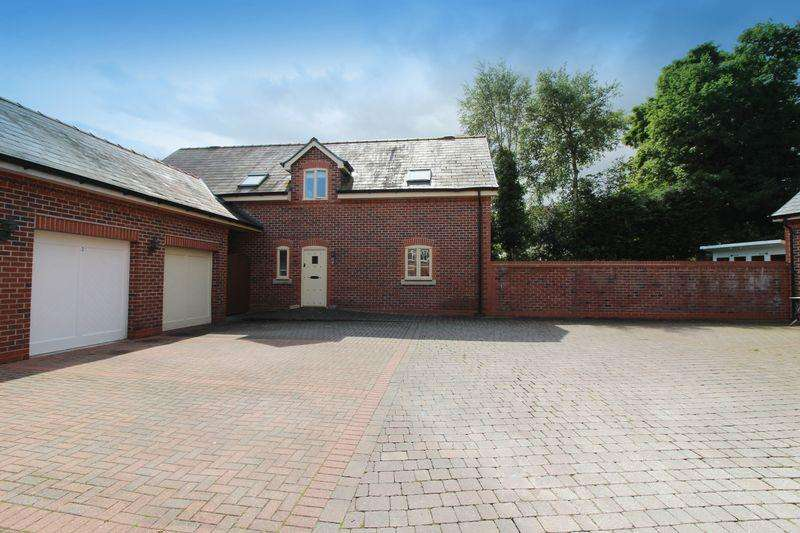 4 Bedrooms Detached House for sale in Rockfield Mews, Warrington, WA4 2AE