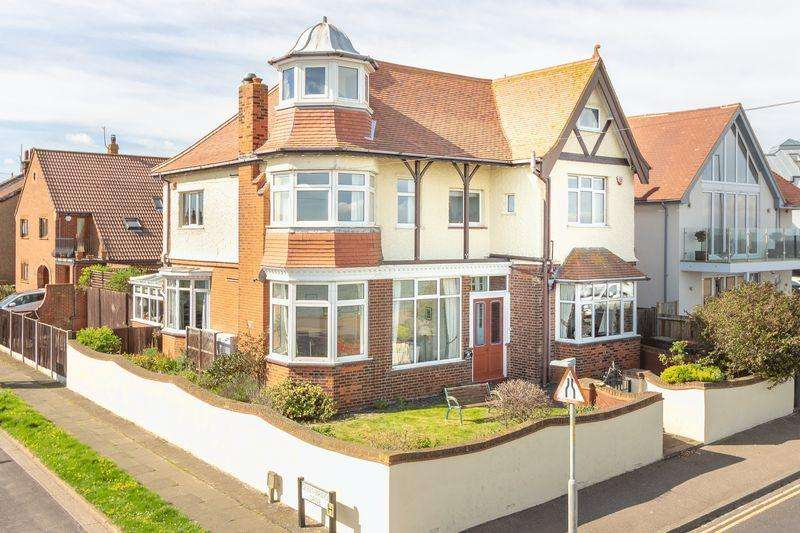 4 Bedrooms Detached House for sale in Herne Bay