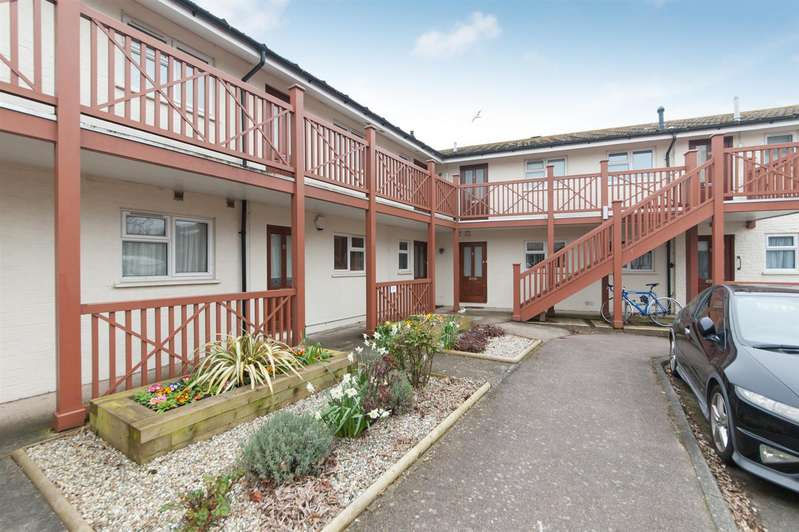 2 Bedrooms Flat for sale in The Oaks, St. Nicholas At Wade, Birchington