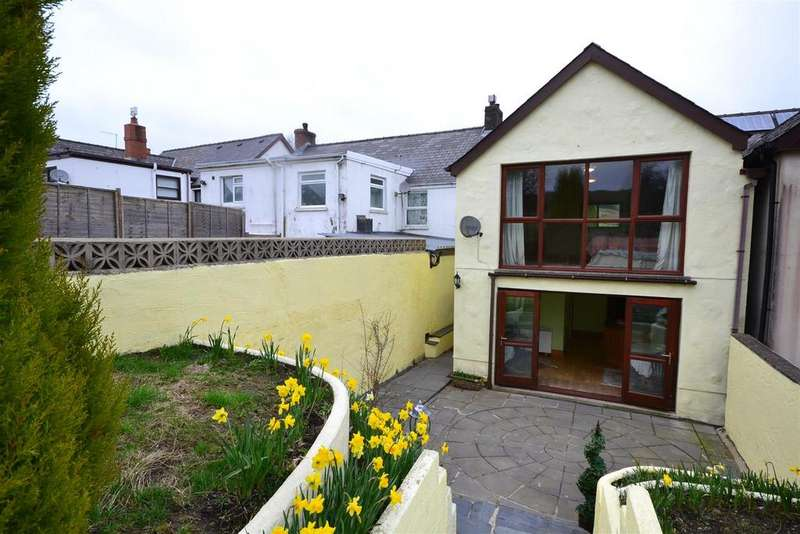 4 Bedrooms Semi Detached House for sale in Glogue