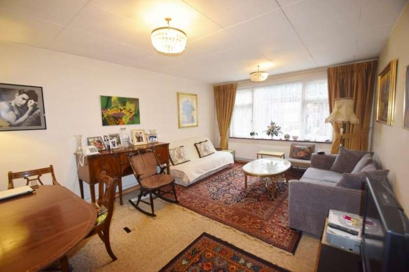 2 Bedrooms Flat for sale in Golders Green Crescent, London, NW11