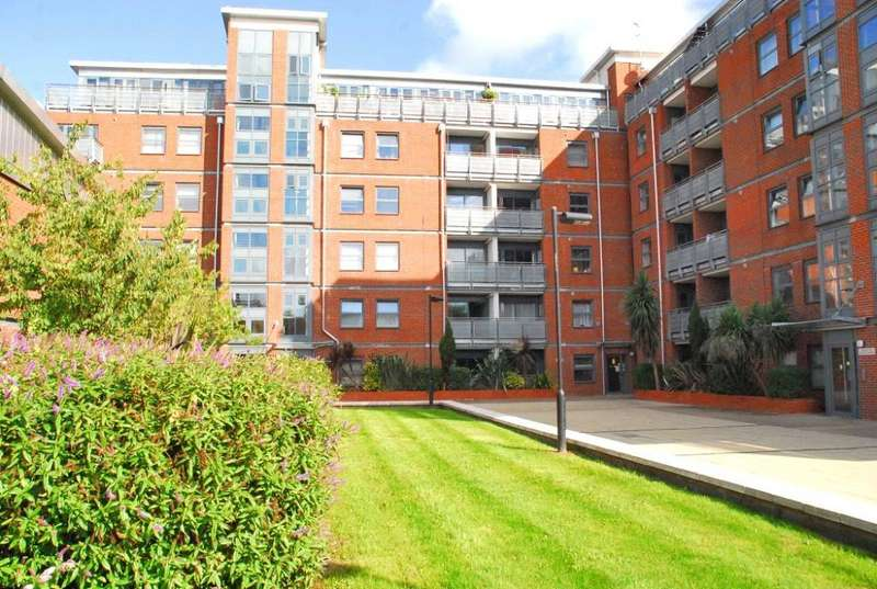 2 Bedrooms Flat for sale in Butterfield House, Berber Parade, Shooters Hill, London, SE18