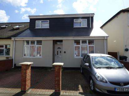House for sale in Huntingdon Road, Leicester, Leicestershire