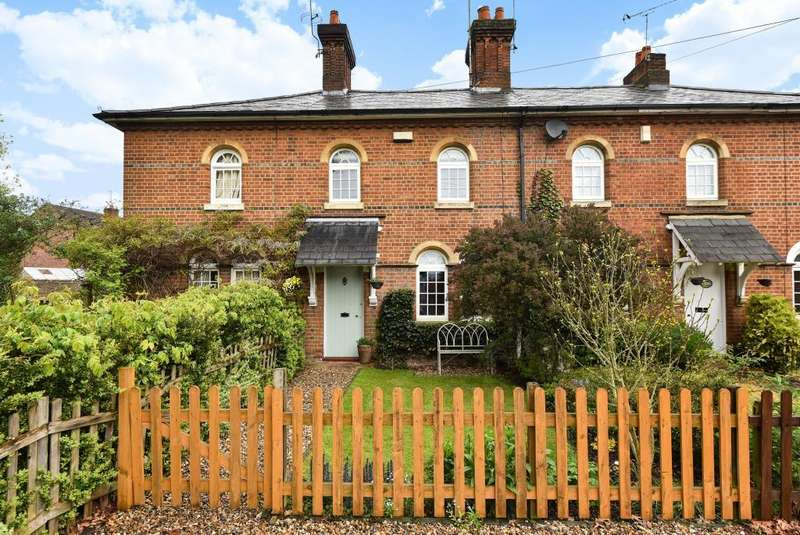2 Bedrooms House for sale in Sunnymeade Cottages, Ray Mill Road East, SL6