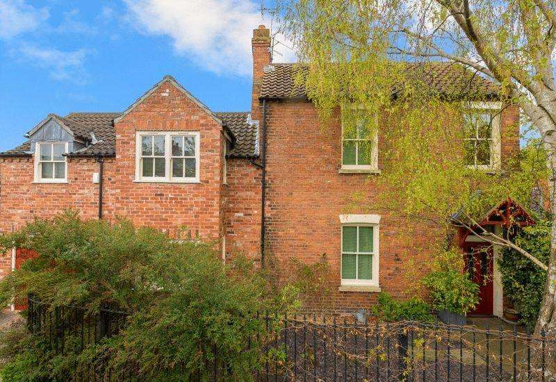 3 Bedrooms Detached House for sale in 1 Russell Court, off Cecil Street, Lincoln