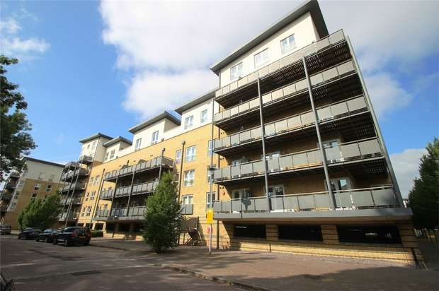 2 Bedrooms Flat for rent in Metropolitan Station Approach, Watford, Hertfordshire