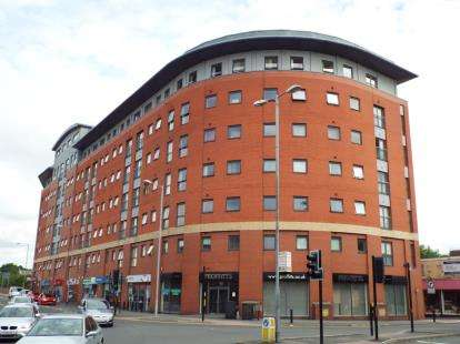 2 Bedrooms Flat for sale in Marsden House, Marsden Road, Bolton, Greater Manchester, BL1
