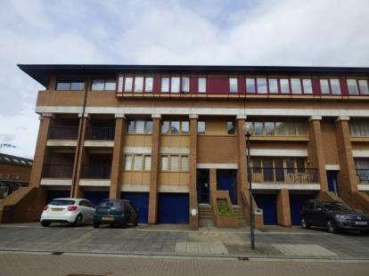 2 Bedrooms Flat for sale in North Thirteenth Street, Milton Keynes