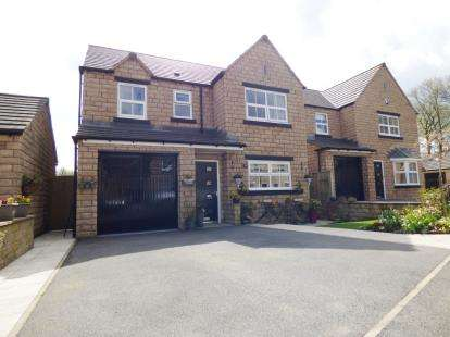4 Bedrooms Detached House for sale in Compton Grove, Buxton, Derbyshire