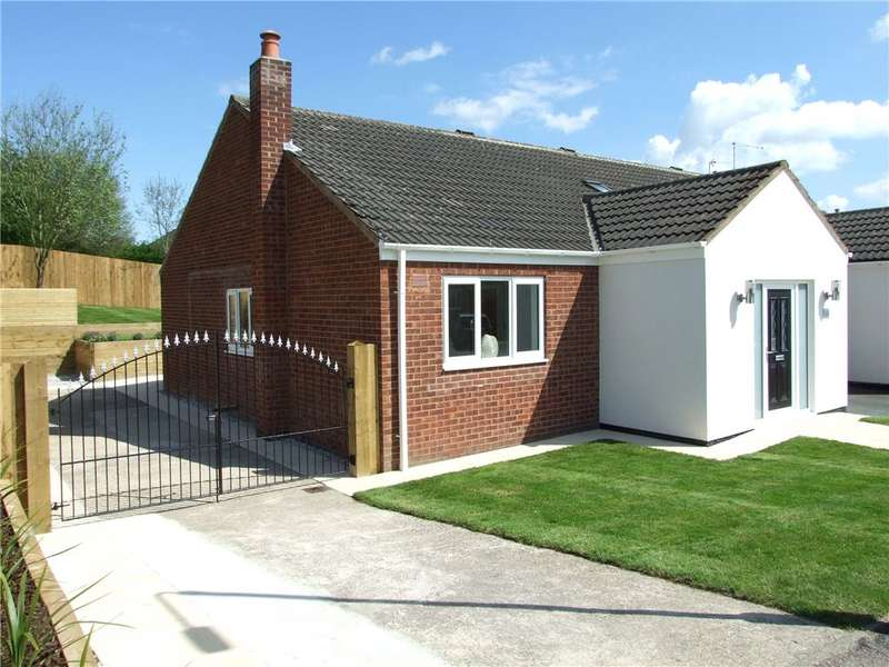 3 Bedrooms Bungalow for sale in Broadlands, Broadmeadows, Alfreton, Derbyshire, DE55