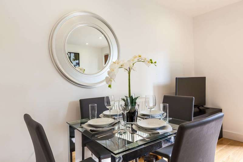 3 Bedrooms Flat for sale in Christian Street, Aldgate, E1