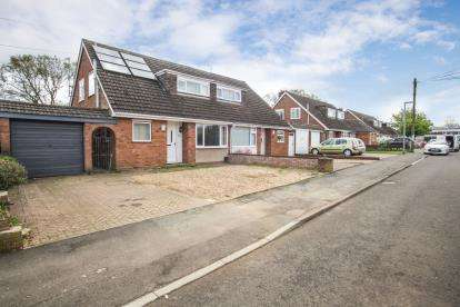 3 Bedrooms Bungalow for sale in Five Oaks, Caddington, Luton, Bedfordshire